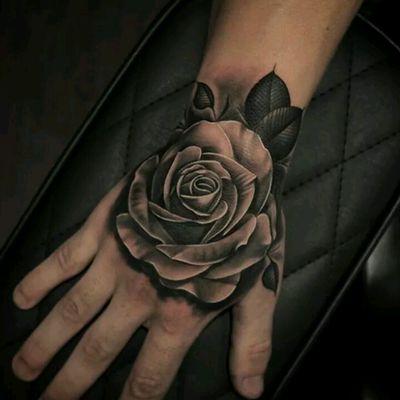 By Aron Cowles #tattoodo #TattoodoApp #tattoodoBR #tatuagem #tattoo #flor #flower #pretoecinza #blackandgrey #realismo #realism #AronCowles