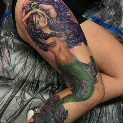 Liz Cook #tattoodo #TattoodoApp #tattoodoBR #tatuagem #tattoo #sereia #mermaid #colorida #colorful #caveira #skull #neotrad #neotraditional #LizCook