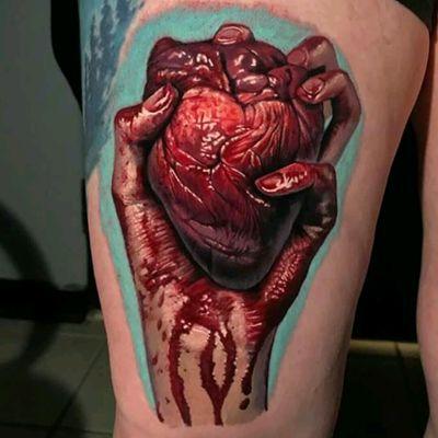 Evan Olin #tattoodo #TattoodoApp #tattoodoBR #tatuagem #tattoo #coração #heart #realismo #realism #sangue #blood #EvanOlin