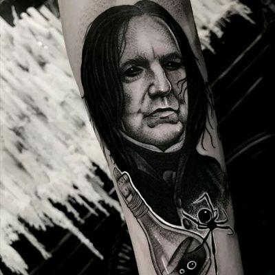 Matt Murray #tattoodo #TattoodoApp #tattoodoBR #tatuagem #tattoo #harrypotter #movies #filmes #snape #alanrickman #aranha #spider #garrafa #bottle #pretoecinza #blackandgrey #nerd #geek #MattMurray