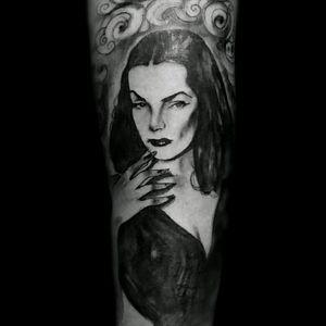 #LeeKhanti #vampira #mailanurmi #Goth #blackandgrey