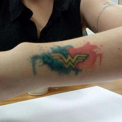 Wonder Woman #wonderwoman #tattooaquarela #aquarela #minimalist #ww
