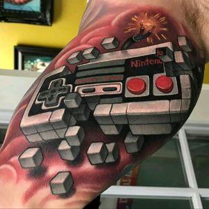 Aaron Springs. #tattoodo #TattoodoApp #tattoodoBR #tatuagem #tattoo #nintendo #nintendo8bits #gamer #games #vintage #joystick #nerd #geek #colorida #colorful #AaronSprings
