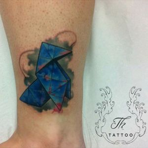 Origami tattoo /tatuaj origami #tattoo #tatoobucharest #tatuajebucuresti #tatuajefete #tatuajecolor #tattoo #tatoobucharest #japanesetattoo #origamitattoo #tattoooftheday #salontatuajebucuresti #salontatuaje www.tatuajbucuresti.ro