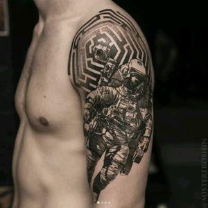 Mr Troshin #tattoodo #TattoodoApp #tattoodoBR #tatuagem #tattoo #astronauta #astronaut #nasa #pretoecinza #blackandgrey #pontilhismo #dotwork #MrTroshin