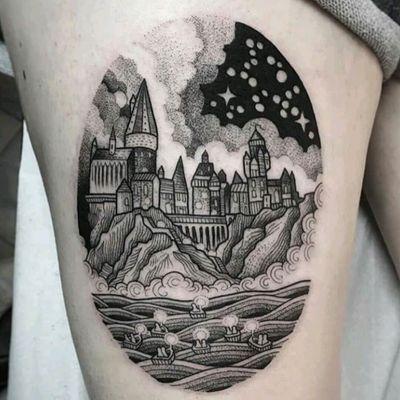 Suflanda. #tattoodo #TattoodoApp #tattoodoBR #tatuagem #tattoo #castelo #castle #barco #ship #ceu #sky #Suflanda #blackwork