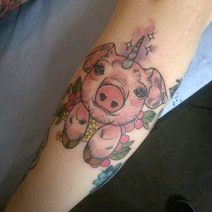 Unicorn piggy! #unipig #unicornpig #pigtattoo #pig #neotraditional trad