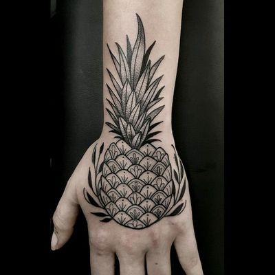 Pineapple Blackwork by Allegra #blackwork #pineapple #dotwork #allegra #tatuadoresdevenezuela #medellín #colombia #colombiaink