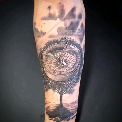 Sundial compass with tree. Realistic tattoo Black and gray. @alexandrerodrigues_t2 #realism #compass #blackandgrey #sundialcompass #treeoflife