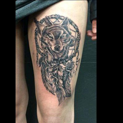 Wolf dreamcatcher tattoo #wolf #dreamcatcher #thigh #largepiece #feathers #feminine #tattoo