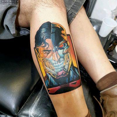 Trabalho que gostei muito de fazer! Feito na Expo Tattoo Floripa Instagram www.instagram.com/leorodrigues.newtimeink #dccomics #dc #electricink #comics #comicstattoo #superman #supermantatoo #batmanvsuperman #tatuagem #tattoo #tattoos #ink