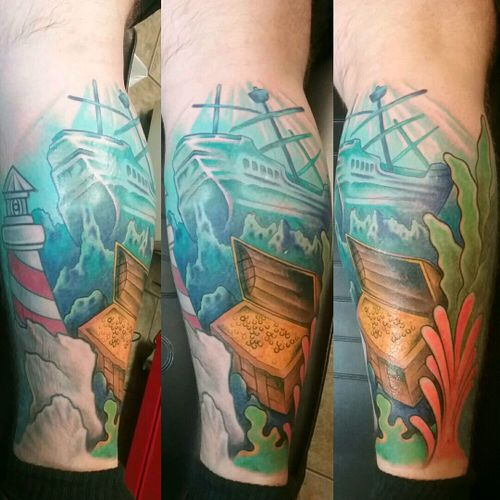 Sea bed tattoo with pirate ship and gold treasure #pirate  #pirateship #piratetattoo #pirateshiptattoo #sea #seabed #seabedtattoo #treasure #treasurechest #treasurechesttattoo #TreasureIsland #piratetreasure #color #colorful #colortattoo #fullcolor #gold #wood #bottom #plants #lighthouse #lighthousetattoo
