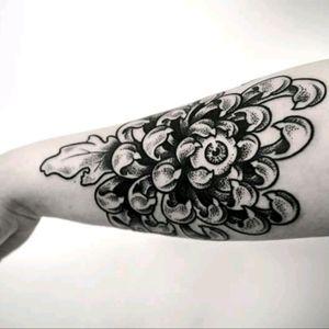 Enchanted Chrysanthemum #flower #surfealism #eye #chrysanthemum #dark #grotesque #dotting