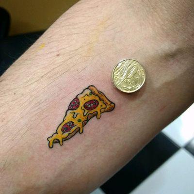 🍕 Mini Pizza #tattoo #tatuagem #tatuaje #pizza #minimalist #minimaltattoo #minitattoo #foodtattoo #pizzatattoo #colortattoo
