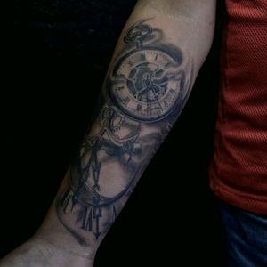 #clocktattoo #timepiece #realistictattoo #realismo #blackandgrey  Fb: Hernandez Tattoo Art Www.hernandeztattooart.com