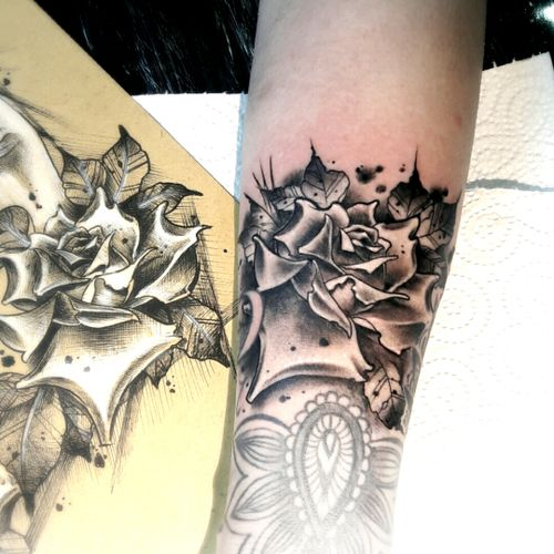 @blackhatsergy #blackhattattoo #rosetattoo #flowertattoo #tattoo #tattoodublin #neotraditionaltattoo www.theblackhattattoo.com