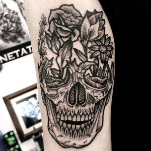 #blackwork #skull #flowers