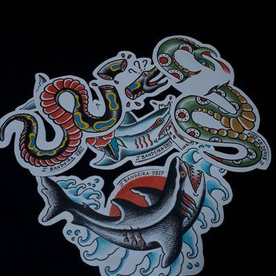 Desenhos autorais no estilo old school. #old #oldschool #flashtattoo #snake #shark #snaketattoo #sharktattoo #water #watertattoo #tubarao #cobra #turaotattoo #cobratattoo #agua #aguatattoo #tradicional #traditional #tradicionaltattoo #tradtionaltattoo #traditionalamerican #tattooart #Tattoodo #jbandeira