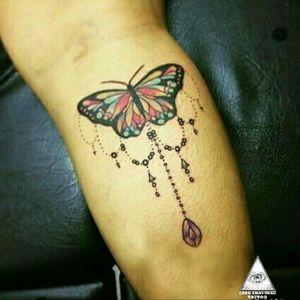 #ericskavinsktattoo #extremeskincare #butterflytattoo #ornamentaltattoo #delicatetattoo #tattoodelicada #girltattoo #tatuagemfeminina #colortattoo #tatuagemcolorida #elegant #exclusivetattoo