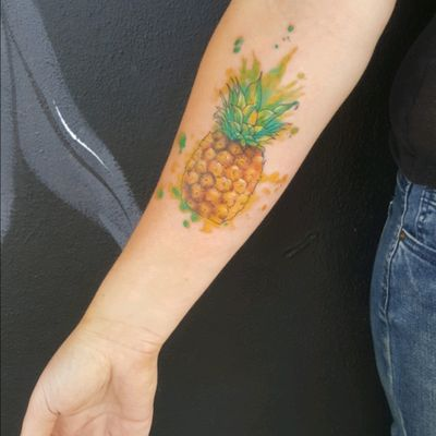 No filter required. A lovely little watercolour pineapple for today. #pineappletattoo #watercolourtattoo #pineapple #tropical #freshtattoos #fruity #cutetattoos #prettyink