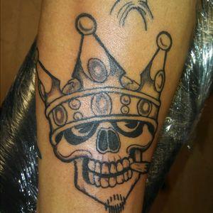#traditional #traditionaltattoo #traditionaltattoos #blackandgrey #traditionalblackandgrey #skull #skullandcrown #blackandgreyskull #skulltattoo #skulltattoos #crown #crowntattoo #crowntattoos #TraditionalArtist