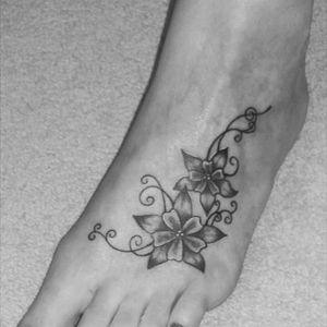 #foottattoo #floral #floraltattoo