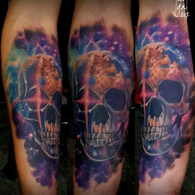 Space skull ✌ #spacetattoo #universetattoo #earth #skull #universe #intenze #cheyenne #hivecaps #guatemala