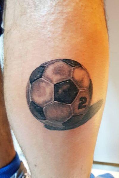 #tattoo #realistictattoo #realism #inkstagram #inked #blackandgreytattoo #art #instatattoo #instatatuaggi #artist #inchiostrosullapelle #soccer #soccertattoo #calcio