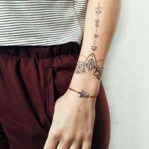 #ornamentaltattoo #ornament #tattooartist #tattoo #ink #linework #lineworktattoo #linestattoo #botanicalart  #botanicaltattoo #botanical #kyivtattoo #ukrainetattoo #ukrainianartist #ukraine