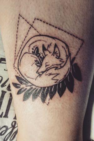 #fox #geometric #tattoo #tattooart #lineart #bratislava #slovakia #tattooartist #black #lines #intenzetattooink #blacksumi