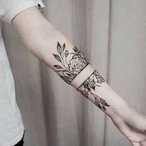 #bracelet #bracelettattoo #roses #flowers #flowertattoo #flores