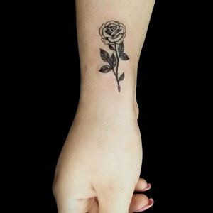 #rose #rosetattoo #femininetattoo #delicatetattoo #roses #ink #inkedgirl #tattooart #femaletattooartist