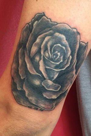 #rose #blackandgreytattoo #ItalianTattoo #rat_tattoo
