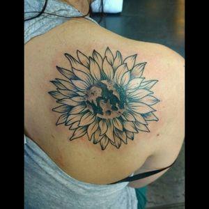 #moontattoo #girasol #luna #tattooart