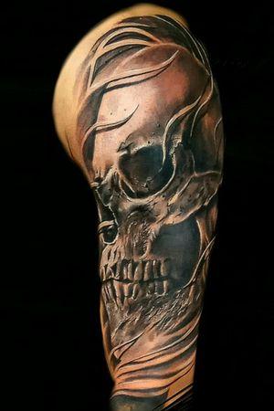 #tattoooftheday #skull #skullandbones #ink #sleevetattoo  #armtattoo #3dtattoo #blackandgrey #realistic