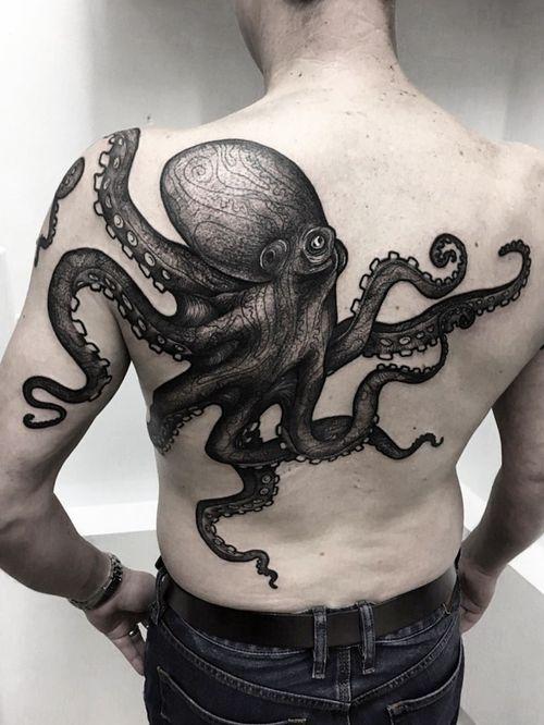 #octopustattoos #blackworktattoo #octopus #customtattoo #freehandtattoo