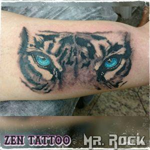 Zen Tattoo - Tigre. #eyeofthetyger #tyger #tigre #olhosdetigre #zentattoo #mrrock #oblogdozen #tattoo #tatuagem #tatuaje #tatuaggio #tatouaje #taquaritinga #taqua #instattoo #instaink #inklife #inklovers #inked #inkbrasil