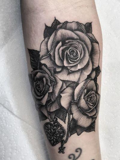 #blackandgrey #realism #roses #rosetattoo #realisticroses #diamond #customtattoo #realisticblackandgrey
