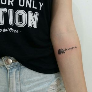 Hope... #tattoo #tatuagem #hope #esperança #flor #flortattoo #flowertattoos #flashtattoo #flashart #viperink #grupoamazon #emestattooshop