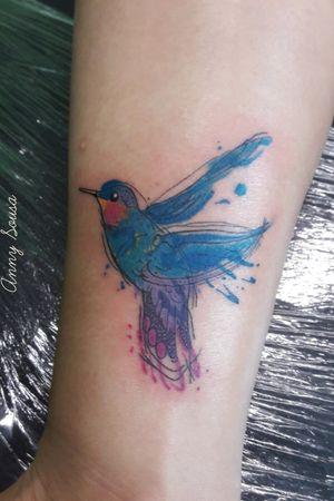 Hummingbird colorful #annytattoomanaus #tatuadorademanaus #watercolor #watercolortattoos #watercolortattoo #aquarelatattoo #aquarela #tatuagemcolorida #tatuagemfeminina #tattoos #tattoo #tatuagemaquarela #tatuagemaquarelada #hummingbirds #hummingbirdtattoo #beijaflor #beijaflortattoo