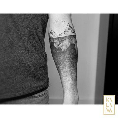 By #Kalawa.Tattooer (instagram) #armband #mountains #landscape #dotwork #gradient #blackwork
