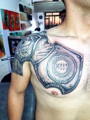 Tatuaje de armadura...