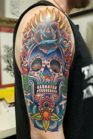 #tattooofday #colortattoo #coveruptattoo #halfsleeve #sugarskull #customtattoo #roses # #diadelosmuerto #neotraditionaltattoo #illustrative