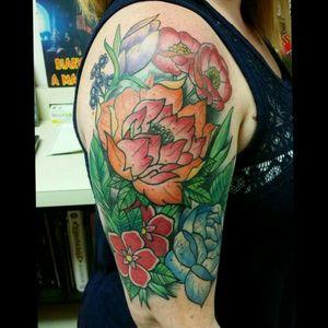 #neotraditional #flower #flowertattoo #tattoosforwomen