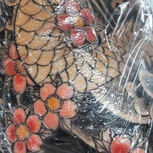 Starting colour on this irezumi back tattoo. Thank you Yannick. #tatouage #blacktattoo #irezumitattoo #irezumi #japanesetattoo #traditionaltattoo #francetattoo #lyontattoo #frenchtattoo #frenchtattooartists #tattoo #bestclientsever #lyon