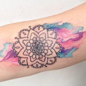 Mandala/watercolor work. #tatouage #blacktattoo #irezumitattoo #irezumi #japanesetattoo #traditionaltattoo #francetattoo #lyontattoo #frenchtattoo #frenchtattooartists #tattoo #bestclientsever #lyon