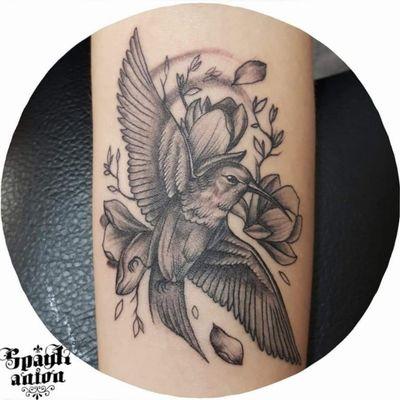 #tattoo #tattoos #inked #tatted #instatattoo #bodyart #art #design #instaart #tattooed #tattoist #photooftheday #tatts #amazingink #tattedup #inkedup #hummingbirdtattoo #hummingbird #linetattoo #lineworktattoo #flowertattoo #birdflowertattoo #flowerstattoo #blxckink #blacklinetattoo #blackworkers #txttoo #tttism #worldfamousink #contemporarytattoo