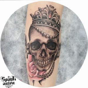 Queen of the roses 🌹 #tattoos #inkmag #tattoosketch #tattoodesign #drawing #tattoodraw #sketchtattoo #tattoodo #txttoo #tttism #tatrrx #blxckink #blackworkers #blacklinetattoo #tattoomag #inkedmag #skulltattoo #rosestattoo #skullrosetattoo #queenskulltattoo #queentattoo #realistictattoo #realisticrosetattoo #realisticskull #worldfamousink #dynamicink #ezfilterv2 #ezpen #eternalink #tattoomxmag