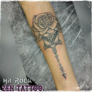 Zen Tattoo - Rosa. #rosa #rose #tatuagemfeminina #tattoo #tatuagem #tatuaje #tatuaggio #tatouaje #inklife #inklovers #tattoolife #tattoolovers #inked