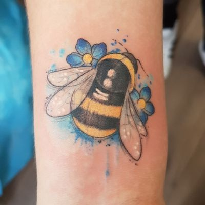 My very first tattoo! Done by Xenja at Seaside Tattoos, Den Helder, NL. #bumblebee #beetattoo #bumblebeetattoo #watercolortattoo #watercolor #bee